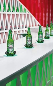 Heineken_bottles-on-bar_final